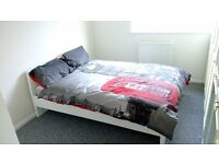 DOUBLE ROOM to offer in W7. SKY TV, WI-FI and Cleaner fortnightly. ALL BILLS INCLUDED. Must be seen.