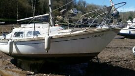Hurly 22. Hurley 22 for sale 1x petrol 4hp | GRP Construction | Bilge keels 4 berths.