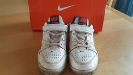 Nike City Court 7 Childrens Trainers UK Size 13 EUR 31.5 Ideal for tennis