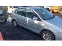 Volkswagen polo breaking engine gearbox doors wheels bumper