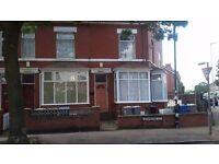 Fantastic large 2 bedroom flat/apartment-South Manchester-close city centre-Ground Floor-own garden