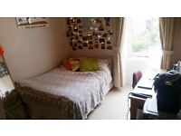Room to rent in 3 bed student flat in the West End