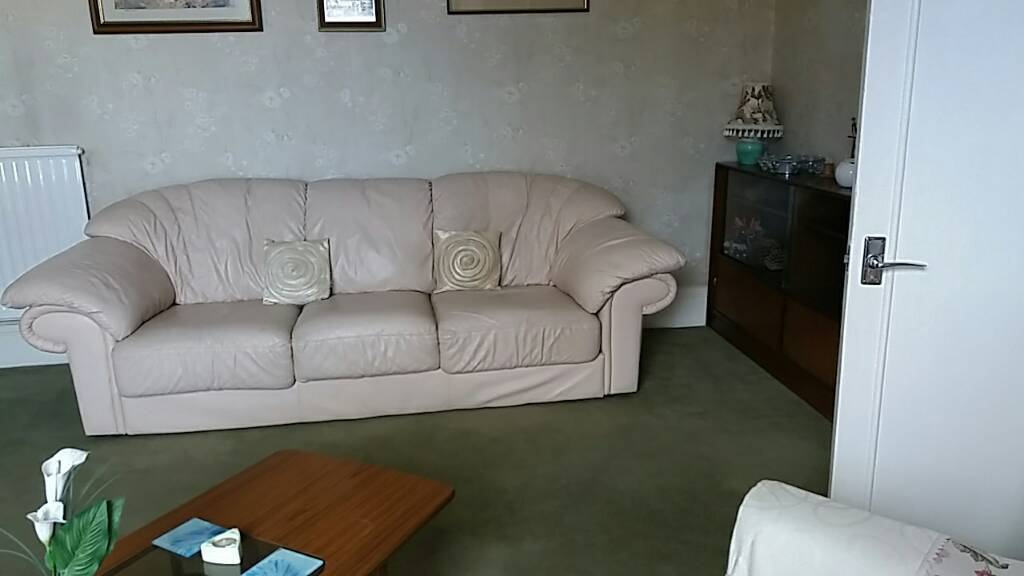Sofa 3 seater sofa but can easily fit 4