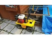 Turf cutter self propelled