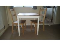 Table and 2 chairs shabby chic