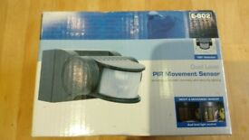 New - Stand alone dual level PIR motion detector. 2000W switching plus 150W dimmable. 12m. 180°.