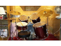 Drum kit with 5 drums. Bass drum, 3 toms and snare. Perfect starter kit used up to grade 5