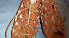 TAN COLOUR FAUX SUEDE WEDGE PEEP TOE SHOES SIZE UK 7 NEW £15