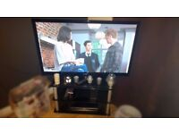"Samsung 42"" Full 1080p HD 3D Plasma TV with 2 pairs of 3D glasses and black glass chrome corner unit"