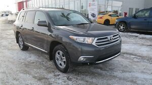 2013 Toyota Highlander V6, Leather, Heated seats, Satellite radi