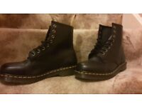 VEGAN VEGETARIAN DR DOC MARTENS BLACK AIR WAIR 8 HOLE BOOTS SHOES - SIZE 10 45 - NEW