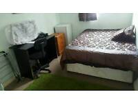 Nice big double bedroom with TV to rant