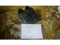 Boys size 5 puma trainers