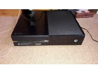 XBOX-ONE 500GB with 2 Controllers + Charging Station! (Or swapping against a PS4); + OPTIONAL Games