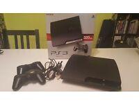 PS3 Slim (320GB) + 2 DualShock3 Controllers