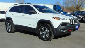 2017 Jeep Cherokee TRAILHAWK 4X4 - ONLY 10,000 KMS