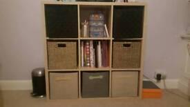 Storage unit with baskets