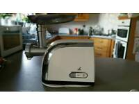 Lakeland kitchen meat mincer and sausage maker in A1 condition - great price
