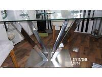 butifull glass table new to big
