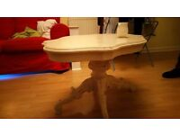 White coffee table with beautiful woodwork in excellent condition