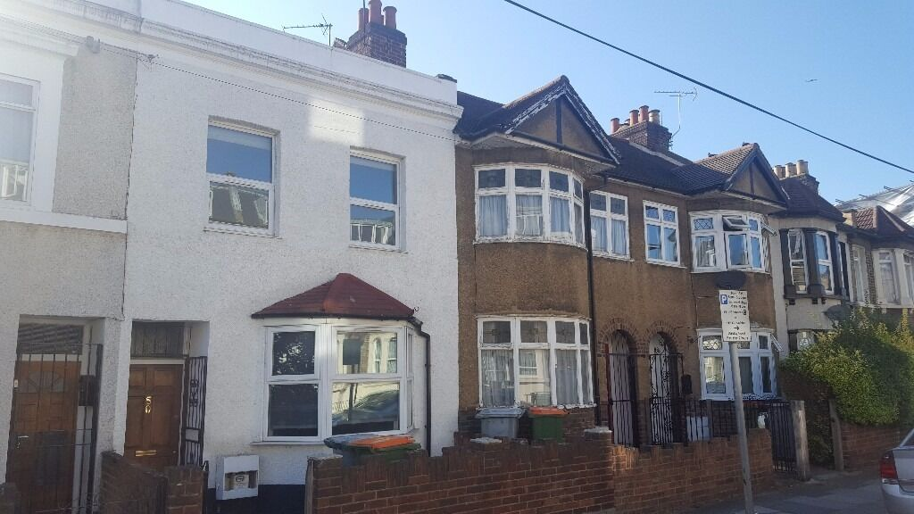 Amazing newly refurbished spacious five bedroom two bathrooms house with garden in Stratford, E15