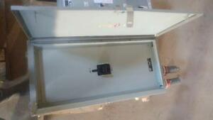Westinghouse 800 AMP, 600 V, 3 Phase Main Breaker in an enclosure
