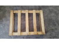 FREE SMALL WOODEN PALLET - 80x60cm