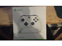 New Xbox One white wireless controller