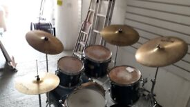 Mapex V series 5 Piece kit complete with cymbals and stands and stool