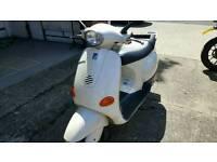Piaggio Vespa ET2 Scooter, low mileage