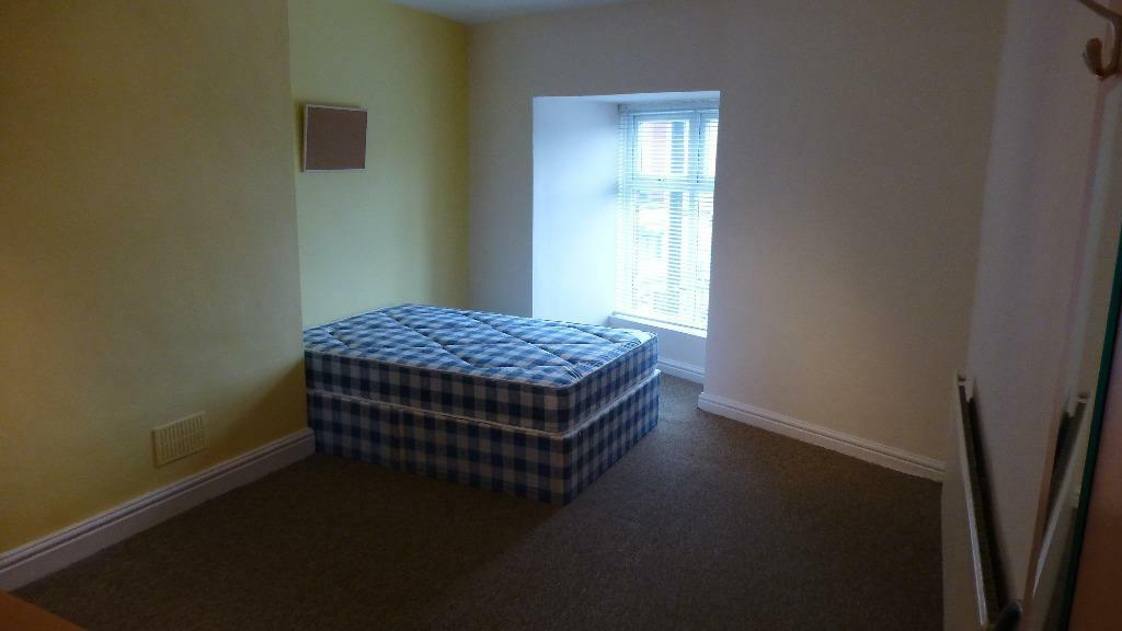 4 BED ROOM FLAT AVAILABLE -JUST 1 MINS WALK FROM FALLOW FIELD SAINSBURY'Y
