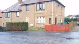 2 bedroom ground floor flat with front and back gardens with parking available now