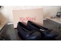 Women's KicKer's black shoes. Size 5