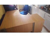 High quality office furnature, desks drawers chairs