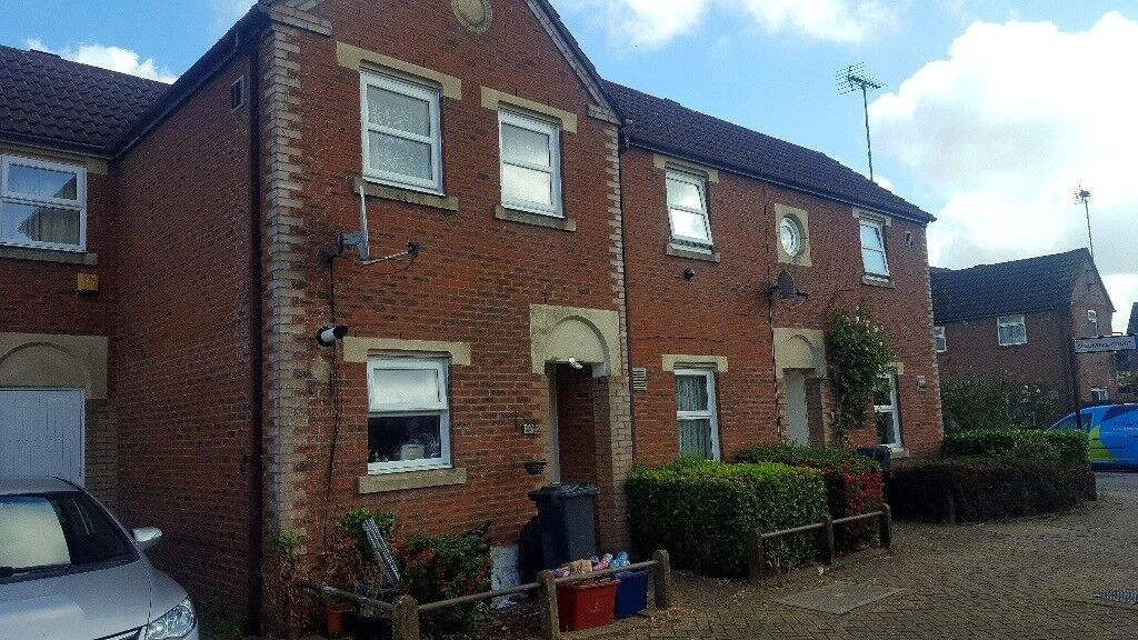 3 bedrooms house to rent near heathrow airport   in feltham, london    gumtree