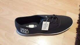 Mens henleys trainers size 11 brand new