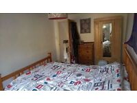 FOUR BEDROOM HOUSE in Woodford Green.. AVAILABLE NOW ! £1680 PCM.. ideally A FAMILY or PROF. !