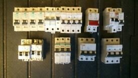 JOB LOT OF CIRCUIT BREAKERS MCB'S