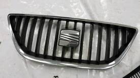 Seat front grill and badge