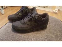 UK 8 Black Nike Air Max Trainers (worn twice)