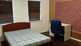 Large Double Room --- £78 a Week --- All Inclusive --- Hyson Green near Asda To Rent for Let