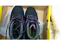 Female safety shoes