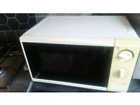 Tesco white 700w microwave