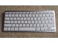 IPAD BLUETOOTH KEYBOARD, SUITABLE FOR IPAD, PC, ANDROID ETC, V LITTLE USED LIKE NEW CONDITION, £7