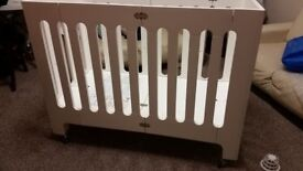 Bloom Alma Papa cot fully foldable. Coconut white