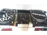 2 turntables and mixer