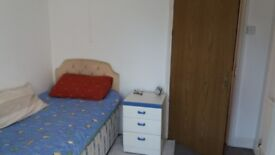 Single room in large first floor flat central to Westbourne-Bournemouth : Available 30 June