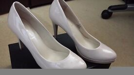 Women's Shoes. Size 5.5