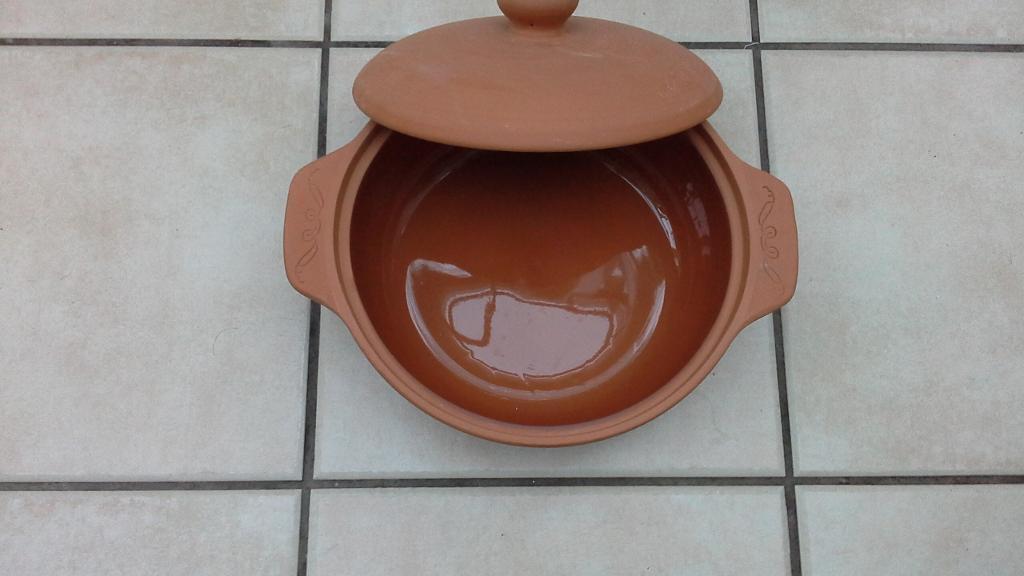 Brand new terrecotta ceramic cookpot