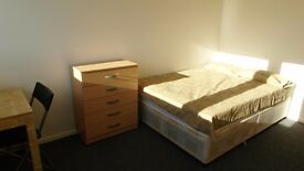 DOUBLE ROOM AVAILABLE NOW!! NO DEPOSIT!! SHORT TERM 3 WEEKS! ALL BILLS INCLUDED!!